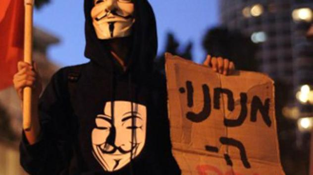 An Israeli protester, wearing a Guy Fawkes mask. (AFP Photo / David Buimovitch)