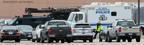 Police stage command post in Jennings near #Ferguson.