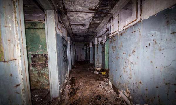 The corridors smelled of sewage.