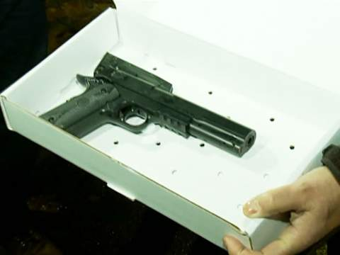 The replica gun which Tamir was holding