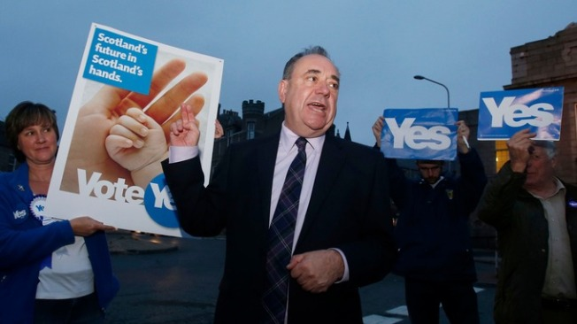 First Minister of Scotland Alex Salmond with Yes supporters in Inverurie, Scotland during the Scottish referendum vote